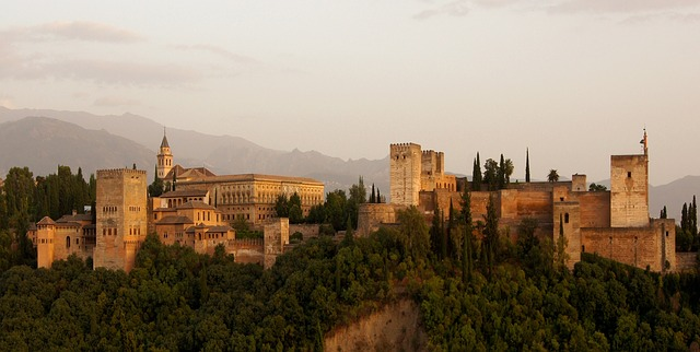 alhambra-179171_640