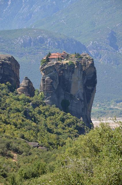 ギリシャ 修道院 崖