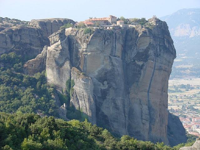 ギリシャ 岩 修道院
