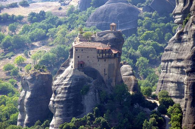 ギリシャ 崖の上 修道院